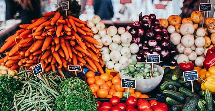 Carrots and other vegetables on a market stall